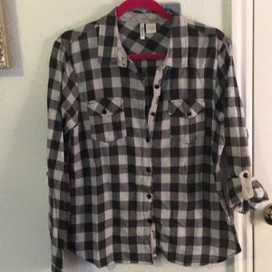 Grey and white plaid button up shirt Sz L